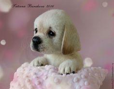 Купить или заказать Валяный щенок лабрадора 'Арлетт' в интернет-магазине на Ярмарке Мастеров. Малышка выполнена в технике сухого валяния. Голова и задние лапки на шплинтах, передние лапки и хвост на металлическом каркасе.