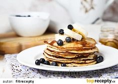 I bet you already know these healthy banana pancakes well and for a long time. They have long been a favorite recipe for many healthy lifestyle and fitness enthusia. Tasty Pancakes, Banana Pancakes, Crumpets, Banana And Egg, Le Diner, Non Stick Pan, Homemade Ice Cream, Nut Butter, Fresh Fruit