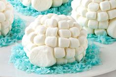 Wanna be the coolest mom or dad on the block? Bring these fun Igloo Cupcakes to the next bake sale or team fundraiser.