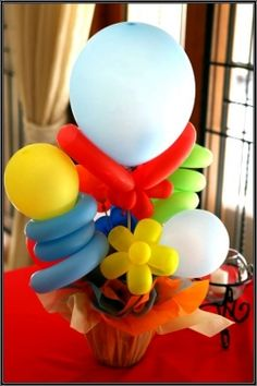 Learn how to make balloon flowers like these and you can come up with some amazing balloon centerpiece ideas for parties or gifts.    Shaping balloons...
