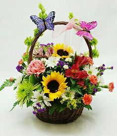 New Basket Flower Arrangements Mothers Ideas Basket Flower Arrangements, Silk Floral Arrangements, Beautiful Flower Arrangements, Ikebana, Deco Floral, Arte Floral, Easter Flowers, Spring Flowers, Small Flowers