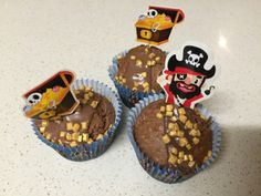 Chocolate & Coconut Muffin Recipe made into cute pirate cupcakes. Easy Cakes For Kids, Pirate Cupcake, Freezable Meals, Coconut Muffins, Muffin Recipes, Dairy Free Recipes, Afternoon Tea, Free Food, Recipe Ideas
