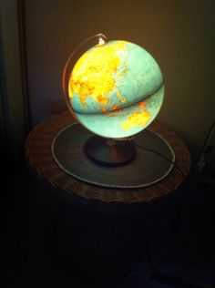 Globe lumineux ressorti du grenier! Il a au moins 35 ans!