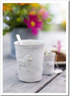 Dala Horse Sven via Mia Blanche Keramik Pretty Things, Swedish Christmas, Vases, Love French, Swedish Design, Sweet Home, Ceramic Pottery, Ceramic Tableware, Slab Pottery