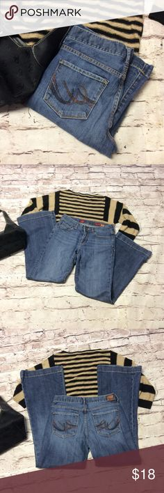 """EXPRESS FLARE JEANS Gently used flare leg heals in a light was with the express signature back pocket trim. Inseam 31"""" 8,5"""" Rise Express Jeans Flare & Wide Leg"""