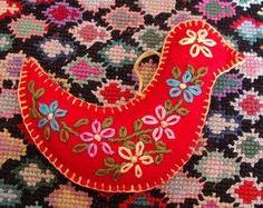 felt ornaments bird with embroidery Fabric Ornaments, Bird Ornaments, Felt Christmas Ornaments, Handmade Christmas, Christmas Bird, Easy Ornaments, Homemade Ornaments, Christmas Ideas, Embroidered Bird