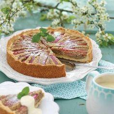 Rabarberkaka med god fyllning French Toast, Sweets, Breakfast, Desserts, Food, Bakken, Breakfast Cafe, Meal, Goodies