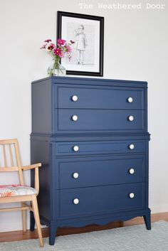 Come check out this gorgeous Thomasville Stacked Hepplewhite Dresser in Navy! The before picture is so boring, such a pretty furniture makeover! Diy Furniture Projects, Repurposed Furniture, Furniture Makeover, Cool Furniture, Contemporary Furniture, Upcycling Projects, Diy Projects, Furniture Websites, Furniture Stores