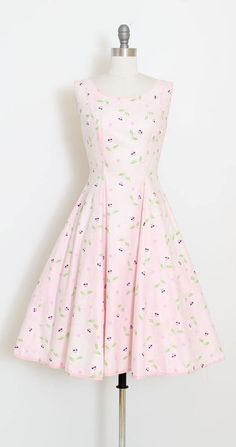 ➳ vintage 1940s dress * darling print of smiling sunflower faces wearing sunglasses! * shades of pale pink and white * metal side zipper condition | there is a very faint spill toward the front left hem. inconspicuous and still presents well. priced accordingly. fits like s/m length 41 bodice 16 bust 36 waist 28 ➳ shop http://www.etsy.com/shop/millstreetvintage?ref=si_shop ➳ shop policies http://www.etsy.com/shop/millstreetvintage/p...