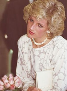 May Prince Charles & Princess Diana visit the Cathedral in Bari &Trani & are received by a large crowd. Later, they visit a school for deaf children at Molfetta & watch them in a dance. Day 14 (Photo by Jayne Fincher/Getty Images) Lady Diana Spencer, Diana Son, Princess Diana Fashion, Princess Diana Pictures, Princesa Diana, Prince And Princess, Princess Of Wales, Royal Princess, Prinz William