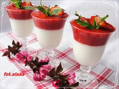 Holunderblüten Panna Cotta mit Erdbeerspiegel - Sasibella desserts desserts cookies easy for parties recipes desserts bake desserts desserts desserts Best Cookie Recipe Ever, Best Dessert Recipe Ever, Best Dinner Recipes Ever, Summer Dessert Recipes, Dessert Cake Recipes, Healthy Dessert Recipes, Easy Desserts, Dessert Food, Recipes Dinner