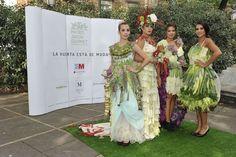 La huerta está de moda. Pasarela en el Paseo del Prado de modelos de alta costura confeccionados con verduras y hortalizas por los floristas madrileños Brumalis, Fransen et Lafite, Margarita se llama mi amor y Verdepimienta.