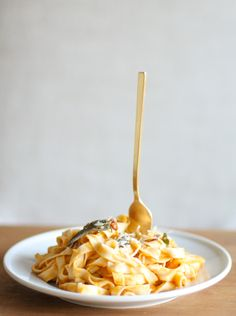 Browned Butternut Squash Pasta: http://www.stylemepretty.com/living/2015/10/27/the-coziest-recipes-for-cold-weather/ | Photography: Julie Blanner - http://julieblanner.com/