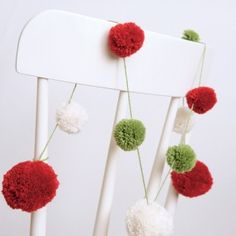 Decorate a chair with a pom pom Christmas garland Christmas Love, All Things Christmas, Handmade Christmas, Christmas Holidays, Christmas Ornaments, Christmas Colors, Christmas Ideas, Homemade Christmas Decorations, Handmade Decorations
