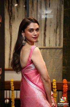 Bollywood Girls, Bollywood Actress Hot, Beautiful Bollywood Actress, Bollywood Actors, Bollywood Celebrities, Beautiful Girl Indian, Most Beautiful Indian Actress, Sonam Kapoor, Deepika Padukone