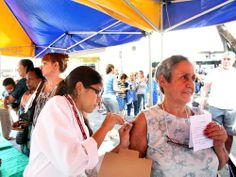 Campanha de vacinação começa nesta terça-feira. Na foto, campanha realizada em 2011 Foto: Ana Branco (11/05/2011) / Agência O Globo