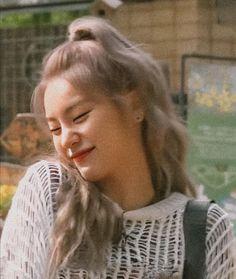 k-pop girls Kpop Girl Groups, Korean Girl Groups, Kpop Girls, Cute Texts For Him, Korean Drama Best, Korean Girl Photo, Aesthetic Filter, Cute Friends, Jennie Blackpink