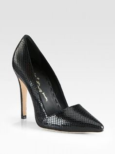 I love the classic style of this pump and the contrast of the spicy snake-print!