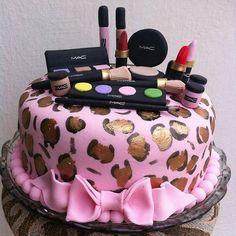 Make lovers 💕💕💕💕 Cake by @obomdafesta Marque aquela amiga que vai amar esse bolo 😍#obomdafesta #itgirlsbrazil #yummy #cake #cakelovers #make #makeup #mua #oncinha #rosa #pink #maquiagem #bolo #festa #inspiration #girls #party #photoshoot #inspiração #bblogger #mualife #night #boanoite 💓