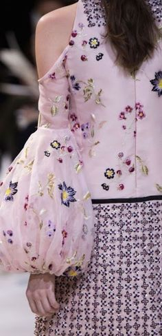 Sleeves Designs For Dresses Kurti Sleeves Design, Sleeves Designs For Dresses, Kurti Neck Designs, Sleeve Designs, Blouse Designs, Floral Fashion, Fashion Dresses, Fashion Design, Ellie Saab