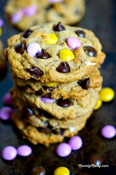 Delicious vegan Peanut Butter, Chocolate Chip Cookies with dark chocolate candy pieces | NamelyMarly.com #vegan