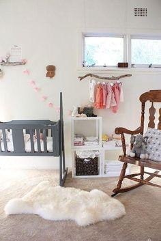 Coloca un Perchero de pie en el dormitorio de los niños y aprovecha el espacio de una forma original.