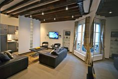 Check out this awesome listing on Airbnb: 2 CHAMBRES DANS LE MARAIS in Paris - really nice flat no fighting over the bedrooms both are very nice Best Flats, Paris, Perfect Place, Really Cool Stuff, Condo, Nice, Table, Bedrooms, Furniture