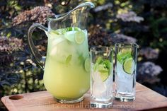 Easy recipe for vodka mint lemonade or limeade, this refreshing summer cocktail is made with limes or lemons, fresh mint, sugar or honey, water, ice and vodka to taste.