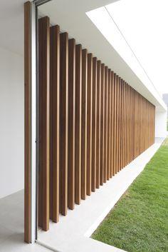 Maíra Acayaba – Casa Salto Timber Architecture, Religious Architecture, Architecture Details, Duplex Design, Modern House Design, Modern Pergola, Exterior Cladding, Facade Design, Facade House
