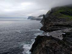 Standing on the edge of the world. Lake Sørvágsvatn Faroe Islands [OC] [4032  3024] #reddit