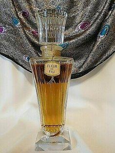 Empty Perfume Bottles, Old Bottles, Vintage Perfume Bottles, Nicki Minaj Perfume, Ari Perfume, Parfum Guerlain, Perfumes Vintage, Beautiful Perfume, Perfume Collection