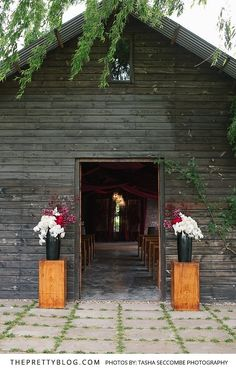 Wedding Reception Entrance Flowers placed on Wooden Blocks   Photography by Tasha Seccombe Photography   Flowers by Fleur Le Cordeur