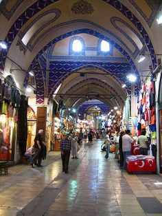 The Grand Bazaar - in Istanbul - is one of the largest and oldest covered markets in the world: 550 years old, with 61 covered streets and over shops which attract between and visitors daily Places Ive Been, Places To Go, Republic Of Turkey, Cottage Garden Design, Beautiful World, Beautiful Places, Ephesus, Grand Bazaar, Black Sea