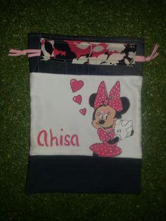 Talega o bolsa de desayuno de Minnie, pintada a mano y confeccionada con telas recicladas. www.cosasdecasaazul.blogspot.com