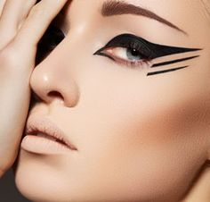 Satin Fan: Eyeliner Tips