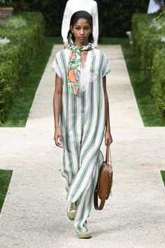 e86d5f2587 Tory Burch Spring 2019 Ready-to-Wear Fashion Show Collection: See the  complete Tory Burch Spring 2019 Ready-to-Wear collection. Look 9