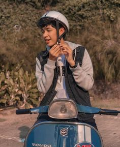 Aesthetic Boy, Gemini Zodiac, Tumblr Boys, Actor Model, Boyfriend Material, Cute Boys, Riding Helmets, Vespa, Captain Hat