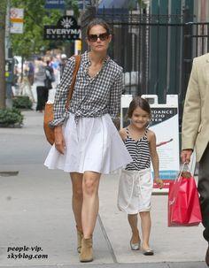 Katie Holmes & Suri #holmes #suri #cruise #mum #daughter #same