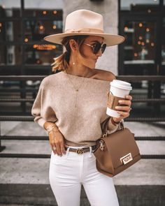 Karina Style Diaries wearing white skinny jeans chic outfit idea lack of color rancher hat suqre sunglasses zac posen eartha bag off the shoulder sweater gucci princetown bumble bee loafers Spring Outfit Women, Casual Summer Outfits, Fall Winter Outfits, Autumn Winter Fashion, White Jeans Winter Outfit, Classy Chic Outfits, Fall Fashion, Miami Outfits, Fashionable Outfits