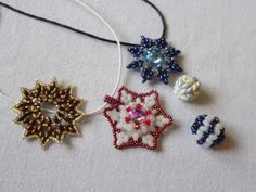 twiny a superdua Snowflakes, Pendants, Brooch, Tutorials, Earrings, Jewelry, Fashion, Ear Rings, Moda