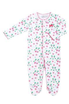 Pijama tipo mono para bebe niña, en color blanco con estampado de ranitas y florecitas en verde y fucsia. Cuello redondo, mangas largas.