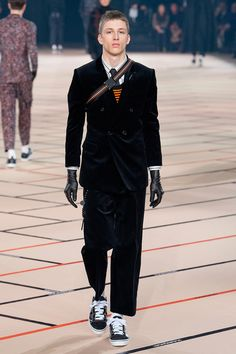 Kris Van Assche showed his Fall/Winter 2017 collection for Dior Homme during Paris Fashion Week.