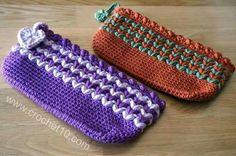 Crochet pouch ❤LCB-MRS❤ with diagram --- Estuche de ganchillo / crochet Crochet Pencil Case, Crochet Coin Purse, Crochet Backpack, Crochet Pouch, Crochet Purses, Crochet Motifs, Crochet Patterns, Love Crochet, Knit Crochet