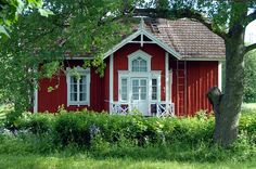 """The house of the """"park master"""" (puistomestari) in Oitbacka manor / Oitbackagård, Kirkkonummi Swedish Cottage, Red Cottage, Cottage Homes, Red Houses, Little Houses, Tuli, Sweden House, House Trim, Building A House"""
