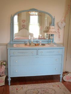 shabby-chic-kommode-blaues-design