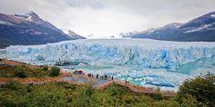 Glaciar Perito Moreno. Una gigantesca mole de hielo que se extiende con un frontal de cinco kilómetros de largo por 60 de alto. Situada en el Parque Nacional de Los Glaciares, en Argentina, no sólo su imagen es intimidante, sino también su sonido. Los estruendos de sus bloques de hielo cayendo sobre el agua son ensordecedores.
