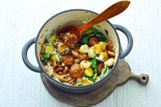 Handig: voor dit gerecht heb je maar één pan nodig en het staat ook nog eens zo op tafel - Recept - Allerhande