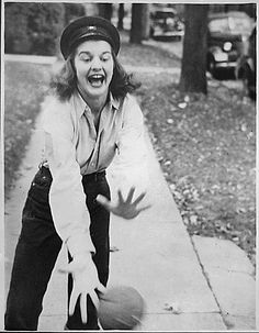Photograph of Betty Bloomer Catching a Ball at a House Party in Ottawa Beach, Michigan, 1934 Presidential History, Presidential Libraries, Modern Fashion, Vintage Fashion, Betty Ford, National Archives, American Presidents, House Party, Riding Helmets