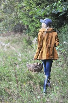 Zara parka in mustard tone - perfect for fall Farm Fashion, Country Fashion, Fall Winter Outfits, Autumn Winter Fashion, Lifestyle Fotografie, Farm Clothes, Country Girls, Country Life, Country Living