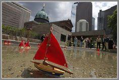 Sister Cities Park boat pond, Ben Franklin Parkway, Philadelphia (photo: Alejandro A. Alvarez, Philadelphia Daily News)